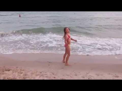 ギリギリアウト!水着で柔軟する洋(loli)ロリ