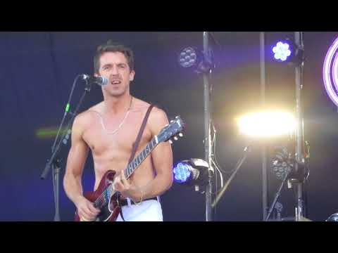 Miles Kane - Too Little Too Late (live@Finsbury Park, June 30, 2018)