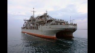 """Спасатель подводных лодок """"Коммуна"""" судно ВМФ России находящееся в эксплуатации более ста лет."""