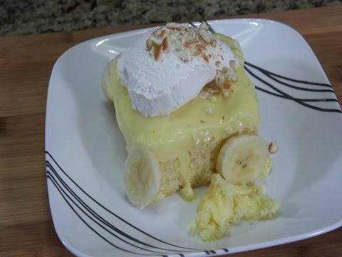 Video Banana Poke Cake - Desserts