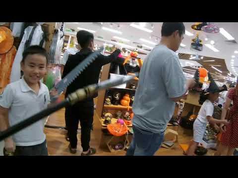 Tưng bừng khai trương khu bán đồ Halloween ở siêu thị AEON Tân Phú trong nhà sách Fahasa