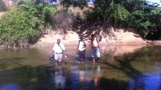 preview picture of video 'Crossing a Haitian river.'