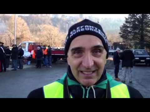 Un giornalista tra la protesta varesina