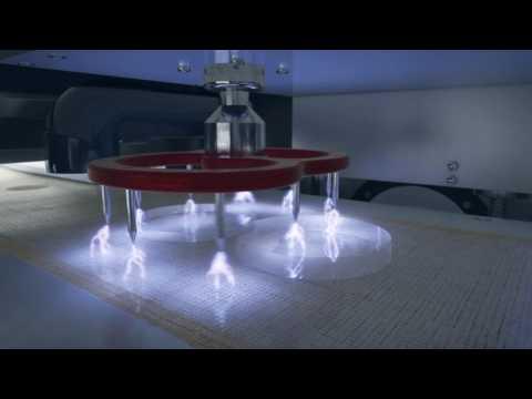Video: Korona při výrobě plastových čoček pro brýle nebo optické přístroje