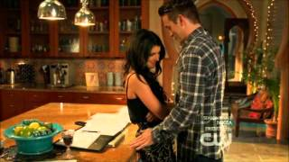 Annie and Caleb - Kissing in the kitchen - 90210 - 4x24