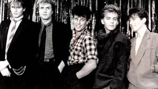 DURAN DURAN - (I'm Looking For) CRACKS IN THE PAVEMENT [Live]