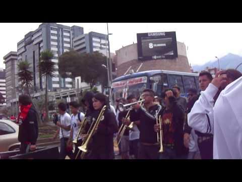 """""""Caravana Muerte Blanca"""" Barra: Muerte Blanca • Club: LDU"""