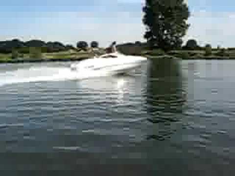 Bootje varen op de Maas in Cuijk