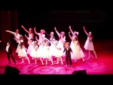 """Хор детской музыкальной студии Звездочка исполняет на концерте песню """"Дорогою добра"""""""