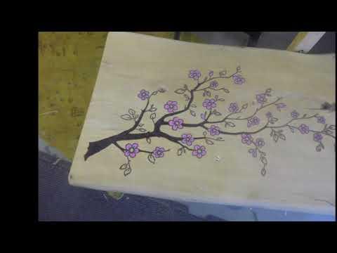 Schöne Gartenbank / Sitzbank aus Hartholz und mit Kirschblüten Muster