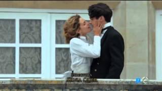 Gran Hotel (Escenas Julio/Alicia) - Alicia besa a Julio delante de todo el mundo