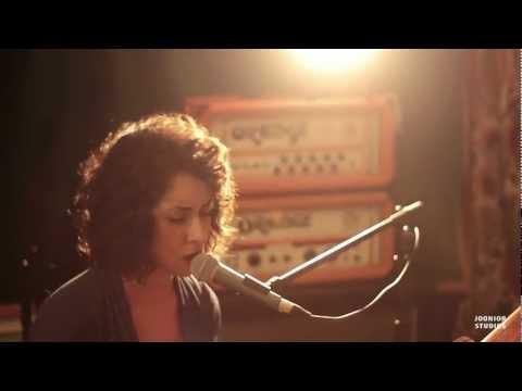 Live @ Jooniors - S05E27 - Scarlet Parke - 01 - Devilish (Live HD)