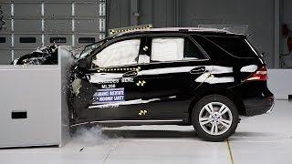 2014 Mercedes-Benz M-Class driver-side small overlap IIHS crash test
