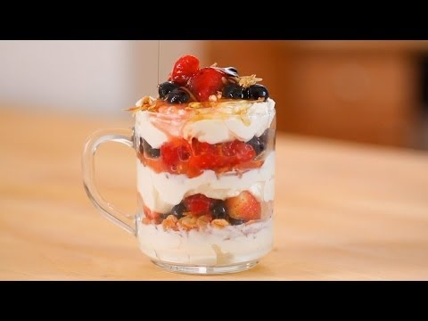 Video Make-Ahead Granola, Fruit, and Yogurt Parfait | Everyday Health