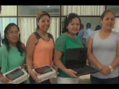 Tumbes: Profesores jalados fueron premiados con tablets y laptops