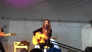 """Chely Wright Sings """"Broken"""" at 30A Songwriters Festival"""