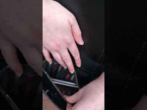 Ledertasche fertig genäht -Tasche mit Schlangenmuster und Kette   Umhänge- und Handtasche.
