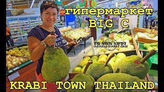 В Krabi Town этот торговый центр расположен за городом, по дороге к аэропорту. Строительство торговых центров за пределами города обусловлено меньшей стоимостью земли. Поскольку между автовокзалом и аэропортом постоянно курсируют