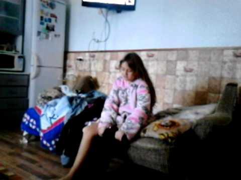 Моя сестра одевается