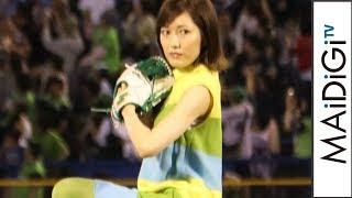 渡辺麻友、ミニワンピ姿で初始球式