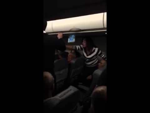 ישראלים מתנהגים בצורה מכוערת במטוס