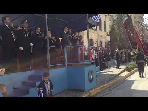 Για τη Μακεδονία ρε γαμώτο! Πόντιοι έσπασαν το πρωτόκολλο της παρέλασης — Σταμάτησαν στους επίσημους και τραγούδησαν «Μακεδονία ξακουστή»