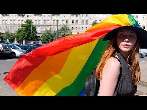 Hongrie : manifestations contre une loi homophobe Hongrie : manifestations contre une loi homophobe