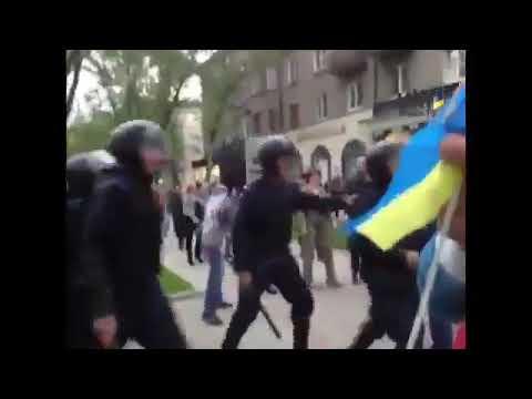 ЦейДень 28.4.2014 - у Донецьку на мітинг за єдину Україну напали російські бойовики зі зброєю