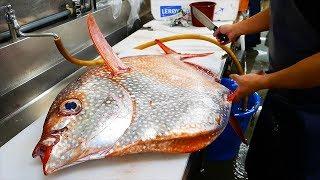 Японская уличная еда - великан солнечная рыба Япония морепродукты