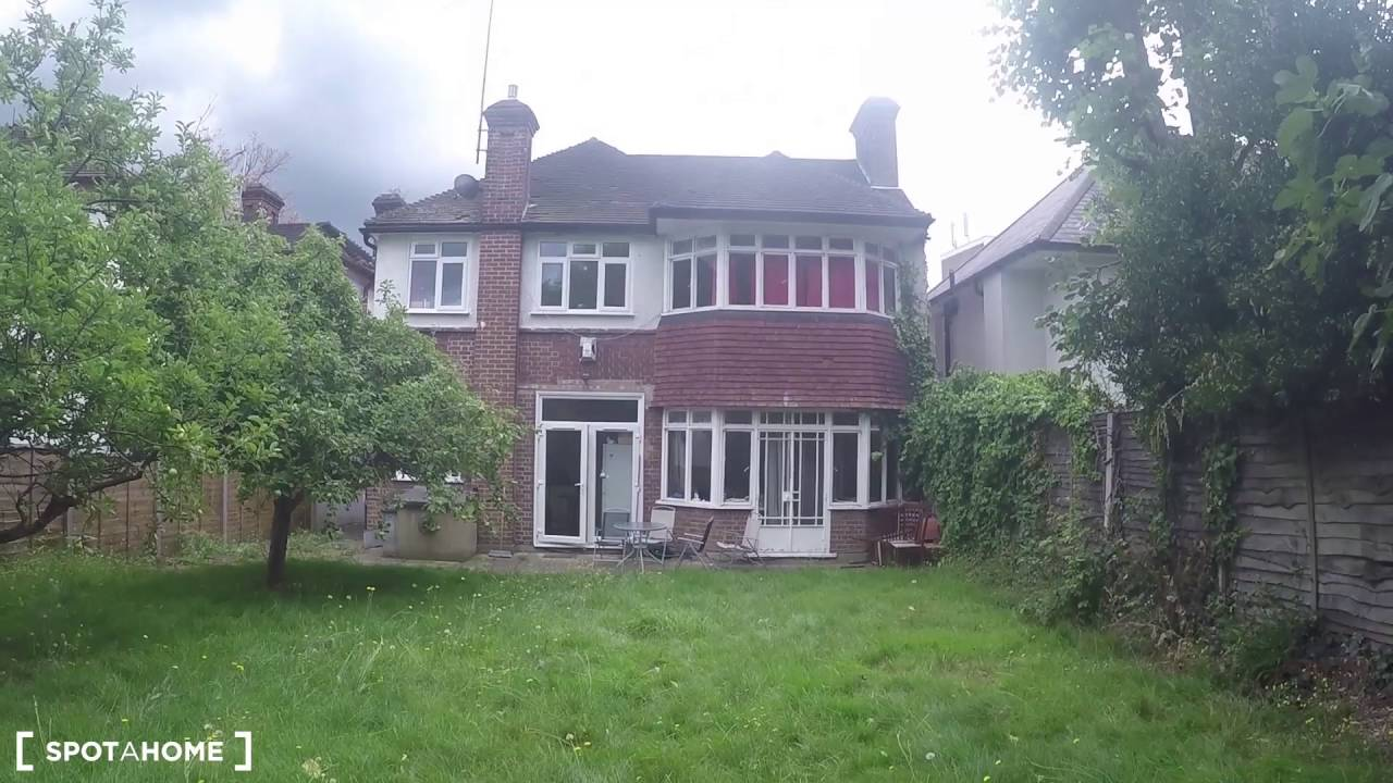 Spacious and bright rooms to rent in 7-bedroom house near Brent Cross Station