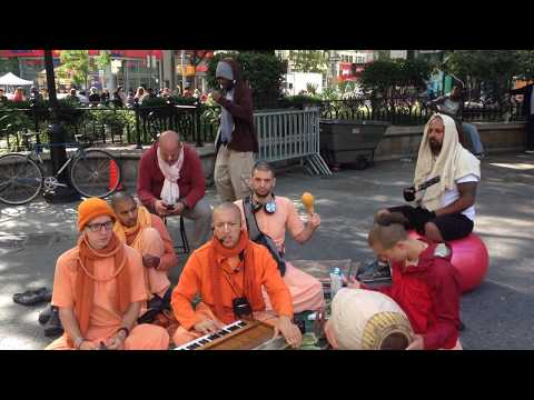 Kalki Prabhu Chants Hare Krishna in Union Square