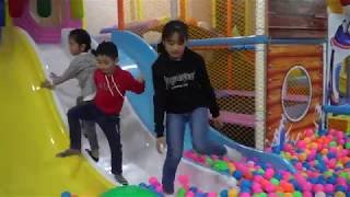 Đi Chơi Cầu Trượt Nhà Banh Khu Vui Chơi - Nhac Thiếu Nhi Vui nhộn -  indoor Playground Family Fun