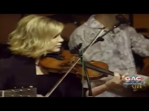 Alison Krauss & Union Station feat. Tony Rice – Sawing on the Strings (Live)