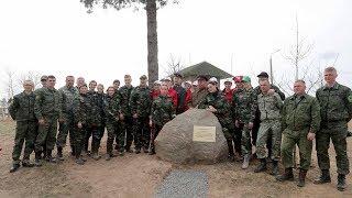 Александр Лукашенко вместе со своей командой высадил свыше сотни новых деревьев