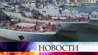 Поздравить жителей Крыма с присоединением к России приехал Владимир Путин.
