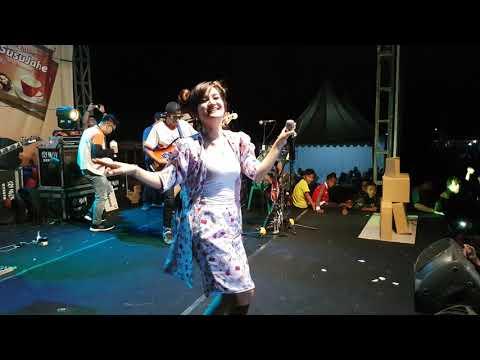 ", title : 'Isma Asmara ""sayur kol"" di jombang'"
