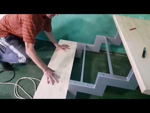 Часть 1. Лестница, крепим деревянные ступени к металлическому косоуру.
