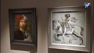 Выставка Никаса Сафронова в Великом Новгороде пользуется огромным успехом