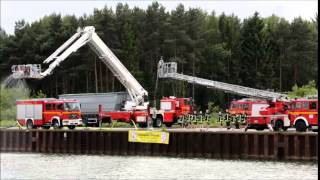 preview picture of video 'Cold Water Challenge 2014 - Feuerwehr Lüneburg'
