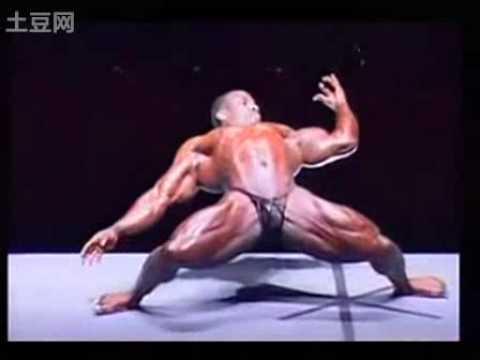 肌肉男跳機械舞