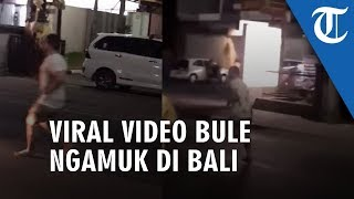 VIDEO Bule Ngamuk Perlihatkan Tendangan Kungfu dan Tabrakan Diri, Pemotor Tersungkur