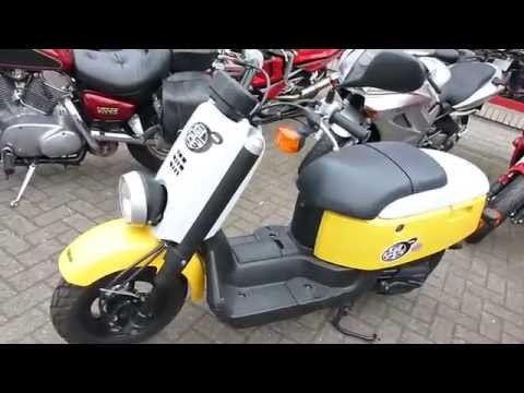Yamaha C3 Vox Giggle XF50 Scooter Review | Vidéos | custom