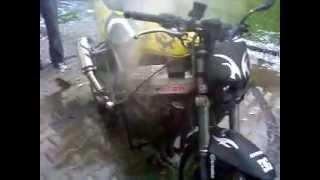 preview picture of video 'Mała wpadka podczas palenia gumy Honda 929 strzał z korby;d Łooogień PILCHOWICE'