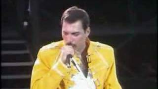 Freddie Mercury vs. Crowd