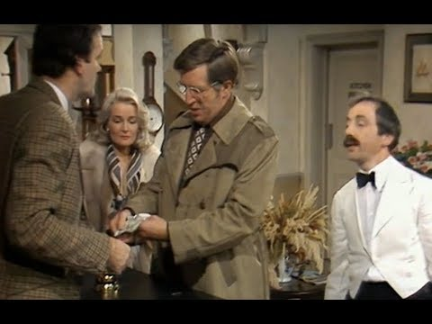 Video trailer för Fawlty Towers: Reserving a table for dinner