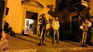 preview picture of video 'Giovanni e i Giullari a Serre di Rapolano - Siena (Serremaggio 2014)'