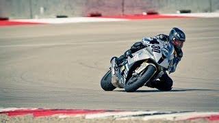 Ich bin Mormone, Vater und trainiere Motorradrennfahrer.