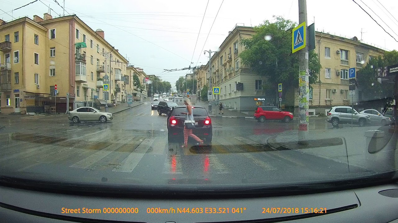 Водитель Kia Ceed не увидел пешехода в Севастополе