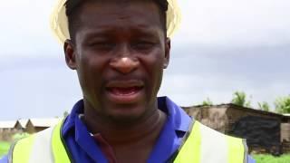 preview picture of video 'Presidente do Município visita zonas afectadas pelas chuvas em Quelimane'