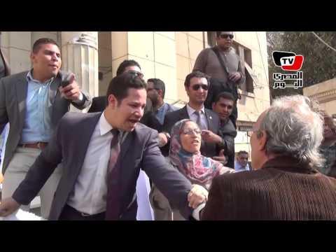 مواطن للمحامين أثناء وقفتهم: «أنتم خونا»